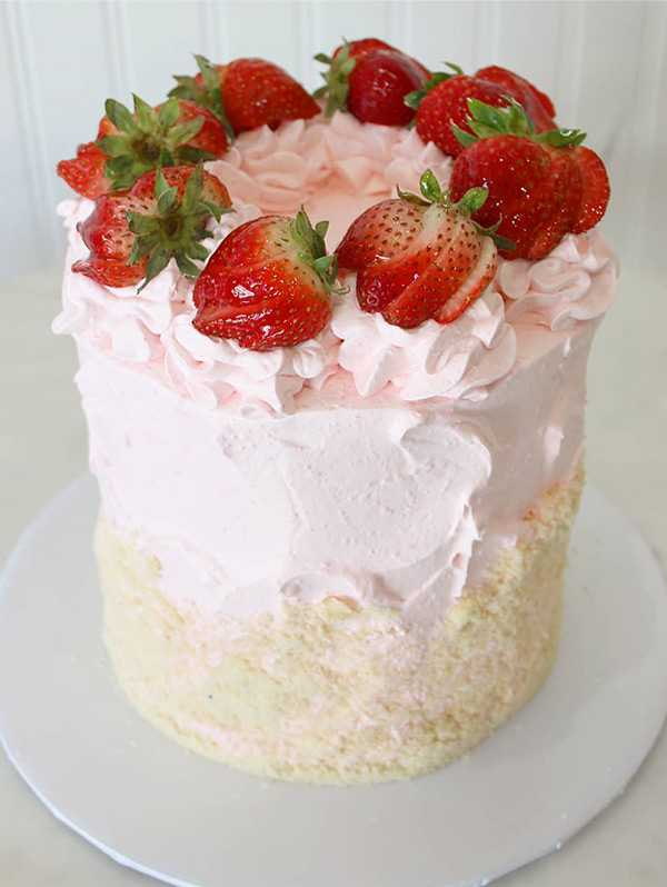 strawberry cream crumb